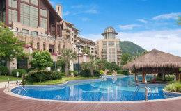 酒店户外游泳池