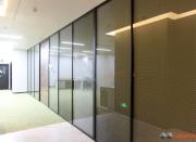 酒店玻璃隔断安装-鲁班墙简约时尚,精工细作