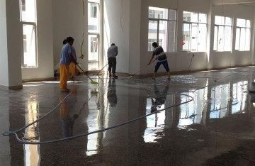 固化剂地坪施工中